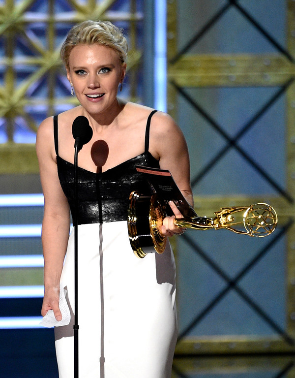 ". Kate McKinnon accepts the award for outstanding supporting actress in a comedy series for ""Saturday Night Live\"" at the 69th Primetime Emmy Awards on Sunday, Sept. 17, 2017, at the Microsoft Theater in Los Angeles. (Photo by Chris Pizzello/Invision/AP)"