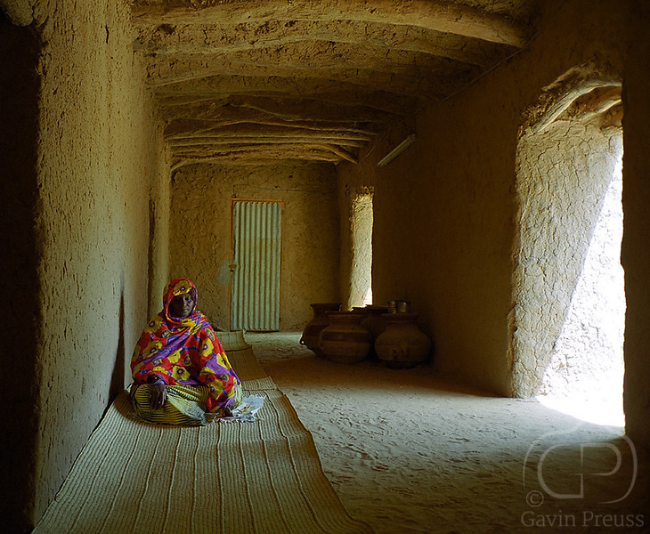 At_Prayer_Mosque_in_Gao_Mali.jpg