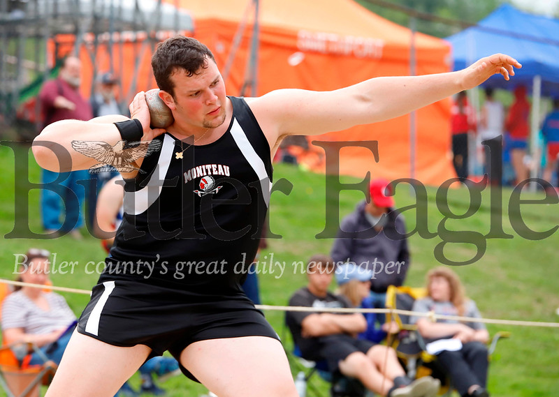 Maoniteau's James Parenti in shotput finals. Seb Foltz/Butler Eagle
