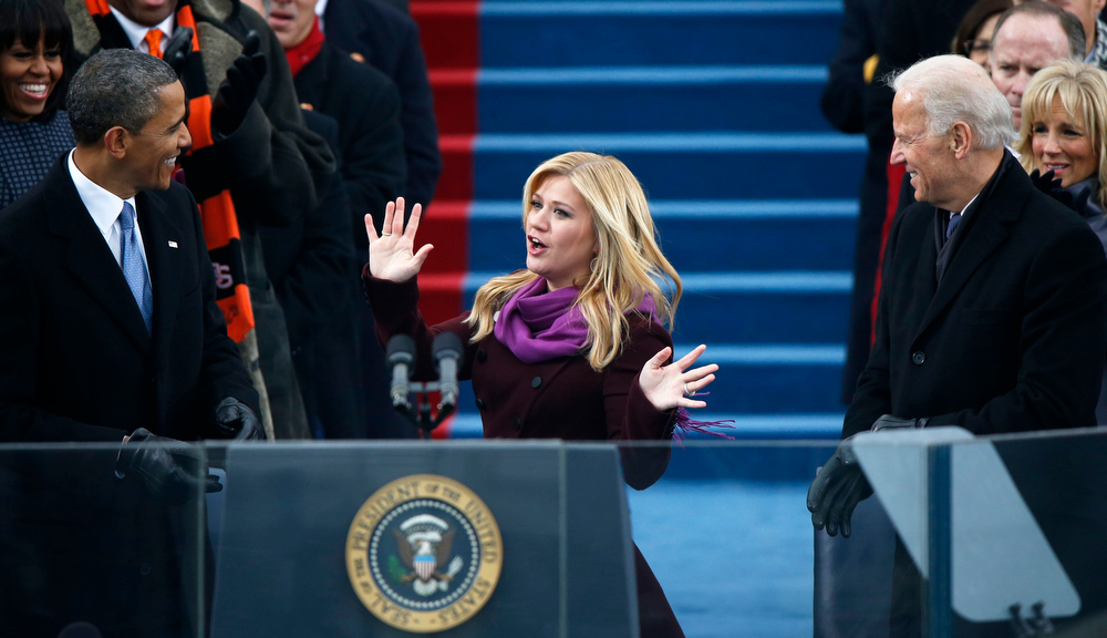 ". Kelly Clarkson waves after singing ""My Country \'Tis of Thee\"" during swearing-in ceremonies for U.S. President Barack Obama on the West front of the U.S Capitol in Washington, January 21, 2013.  REUTERS/Jason Reed"