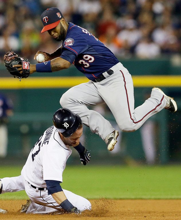 . Detroit Tigers\' Andrew Romine is hit in the head by Minnesota Twins shortstop Danny Santana on a force out hit into by Detroit Tigers\' Ian Kinsler during the seventh inning of a baseball game in Detroit, Saturday, Sept. 27, 2014. (AP Photo/Carlos Osorio)