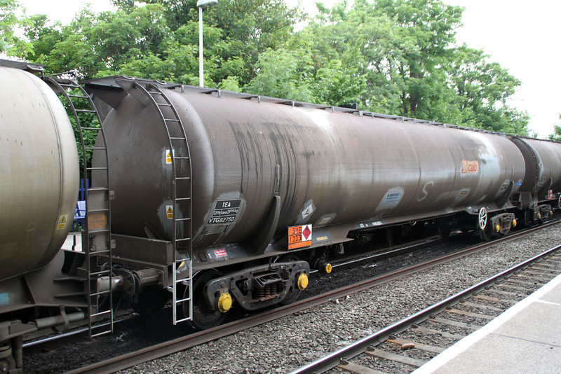 TEA 82750 on 6E55 Theale-Lindsey at Reading West. 01/06/12