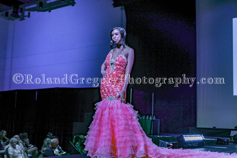 100 Womens Fashion show2019-3430.jpg