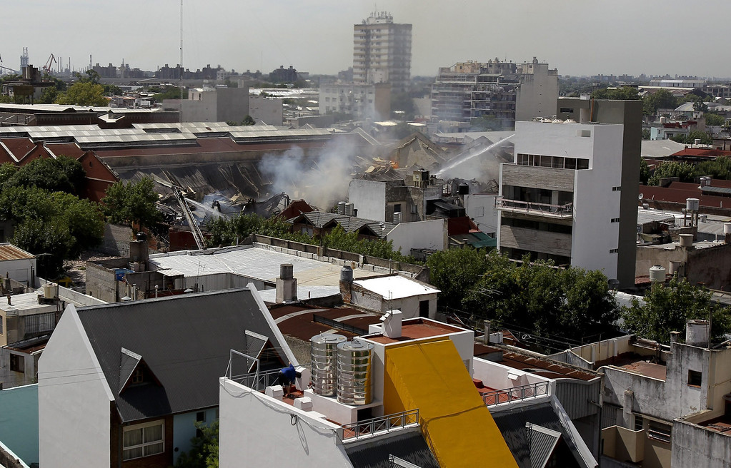 . Argentinian firefighters try to extinguish a fire on a warehouse located in southern Buenos Aires, Argentina, 05 February 2014. According to Buenos Aires\' security secretary Sergio Berni, at least nine people died and seven were injured in the fire. Argentinian President Cristina Fernandez declared two days of mourning for the victims.  EPA/DAVID FERNANDEZ