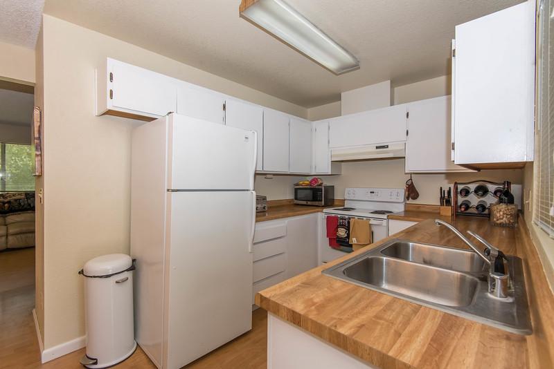 DSC_4605_kitchen.jpg