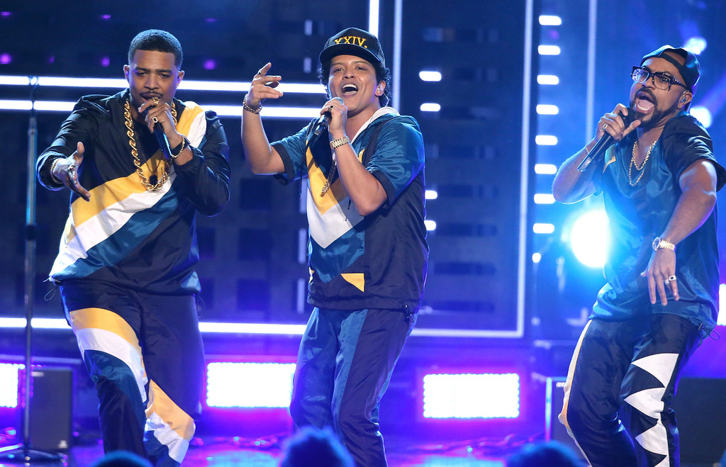 ". Bruno Mars, center, performs ""24K Magic\"" at the American Music Awards at the Microsoft Theater on Sunday, Nov. 20, 2016, in Los Angeles. (Photo by Matt Sayles/Invision/AP)"