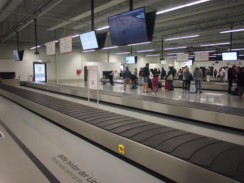 P9147154-baggage-reclaim.JPG
