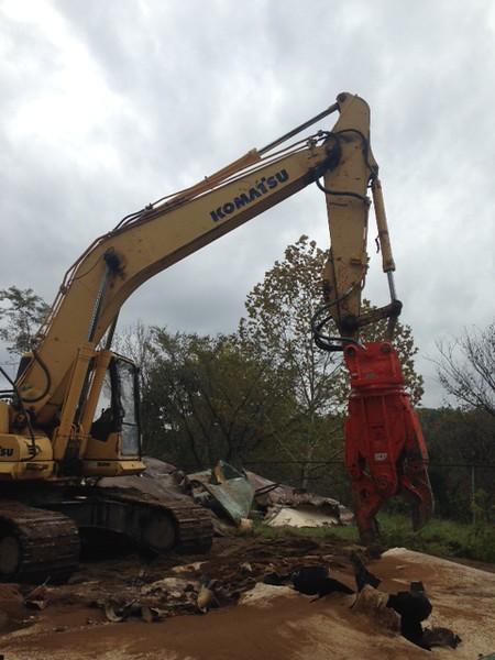 NPK M20K demolition shear on Komatsu excavator-steel cutting (15).JPG