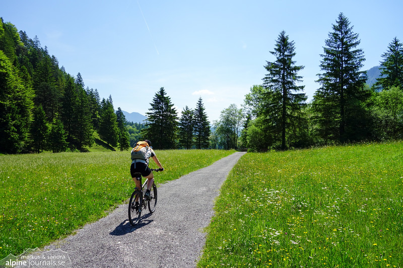 Speeding through the hot and shadeless valley Ranzental
