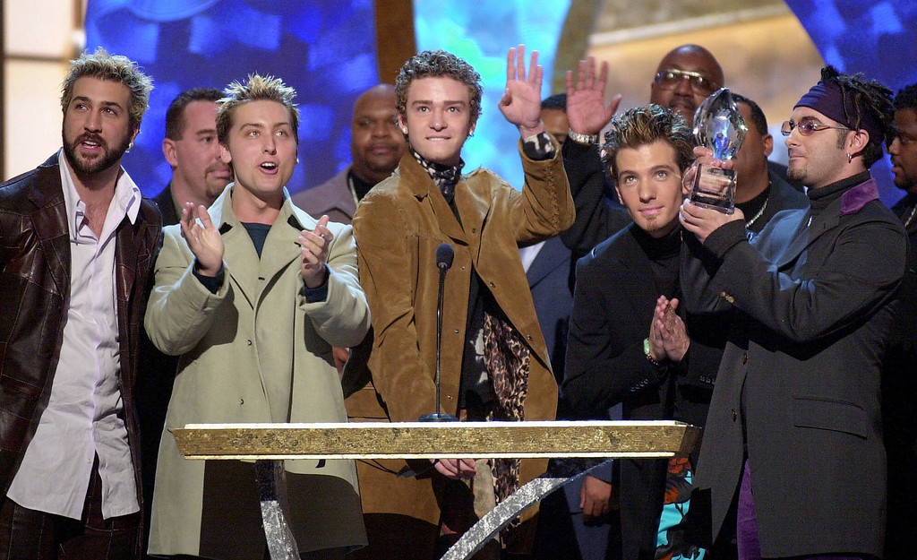 . Members in the band N\'Sync accept their award for favorite musical group or band at the 27th annual Peoples\' Choice Awards, Sunday, Jan. 7, 2001, in Pasadena, Calif. (AP Photo/Mark J. Terrill)