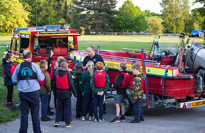 Walton-on-Thames - Surrey Fire & Rescue Water Rescue Training