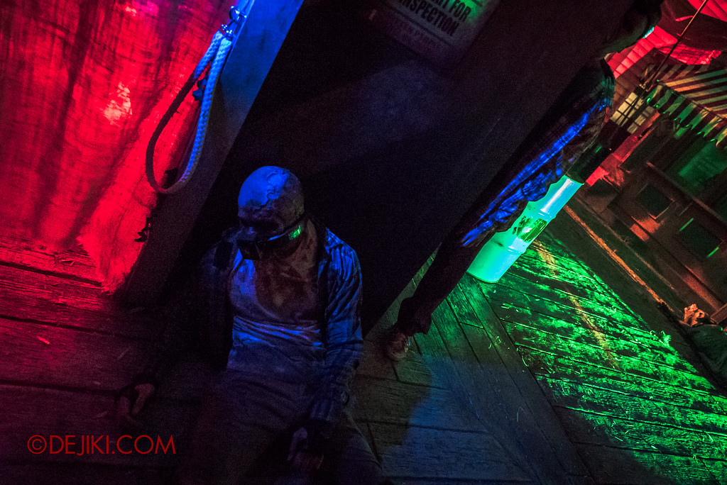 Halloween Horror Nights 7 Zombie Laser Tag - lurking zombies