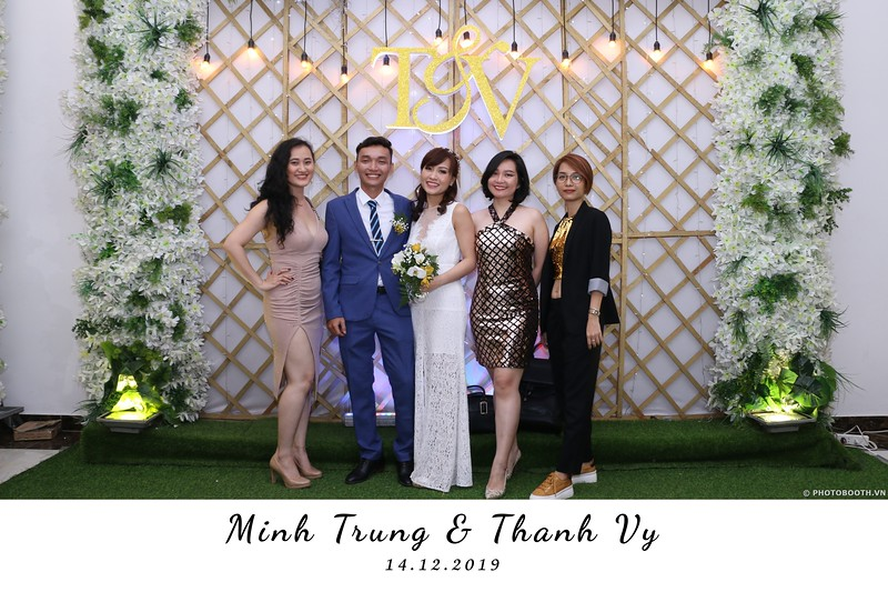 Trung-Vy-wedding-instant-print-photo-booth-Chup-anh-in-hinh-lay-lien-Tiec-cuoi-WefieBox-Photobooth-Vietnam-103.jpg
