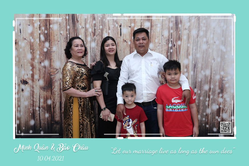 QC-wedding-instant-print-photobooth-Chup-hinh-lay-lien-in-anh-lay-ngay-Tiec-cuoi-WefieBox-Photobooth-Vietnam-cho-thue-photo-booth-012.jpg