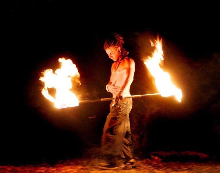 fire-montpelliar-man-twoendedpole