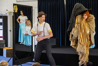Year 8 Drama performs for Primary