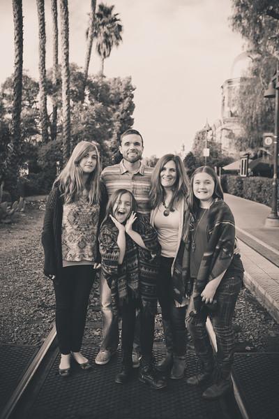 2015_Dean_Family_B&W-28.jpg