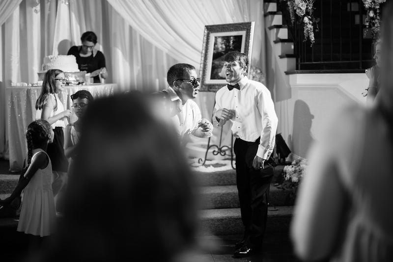 1075_Josh+Lindsey_WeddingBW.jpg