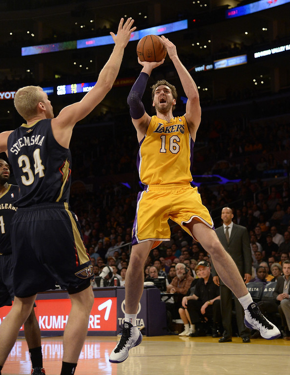 . Los Angeles Lakers center Pau Gasol (R) from Spain goes up for a shot as he is defended by New Orleans Pelicans center Greg Stiemsma (L) during the first half of their NBA game at the Staples Center in Los Angeles, California, USA, 04 March 2014.  EPA/MICHAEL NELSON