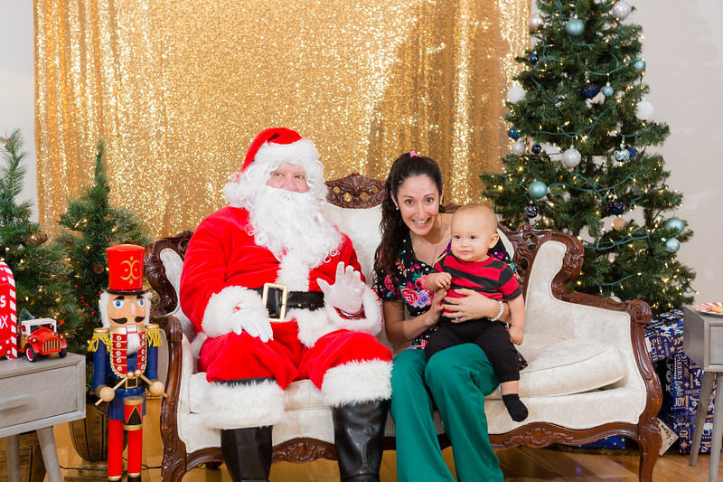 FADS Picture with Santa-248.jpg