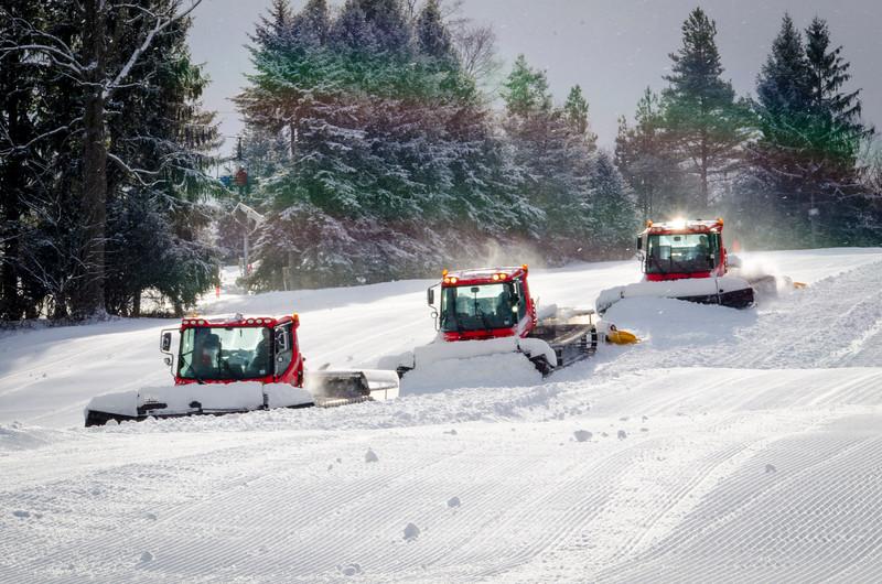 Snow-Cats_Snow-Trails-72790.jpg