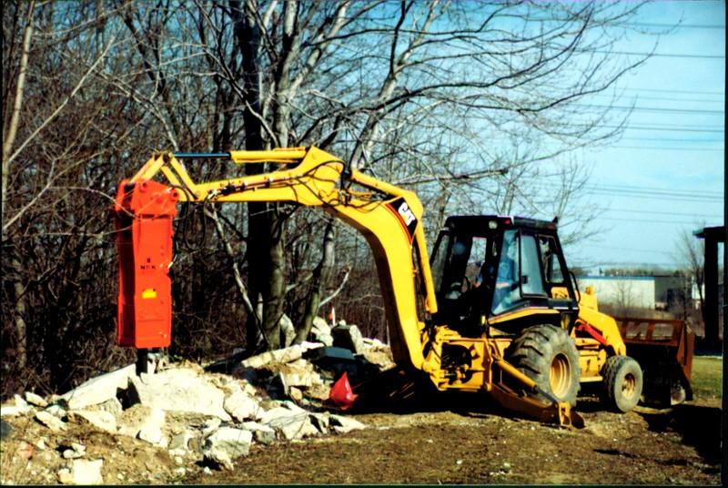 NPK E207 hydraulic hammer on Cat backhoe at NPKCE (3).JPG