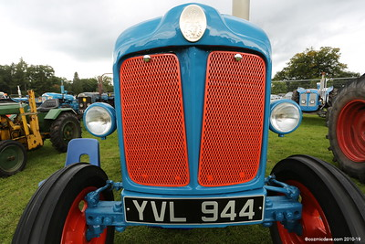 Tractor  YVL944