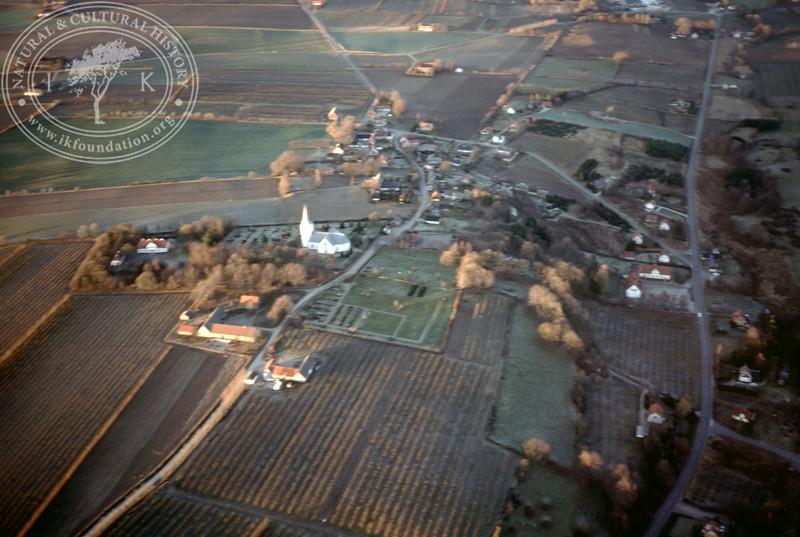 Södra Mellby church, vicarage and village (2 April, 1989). | LH.0436