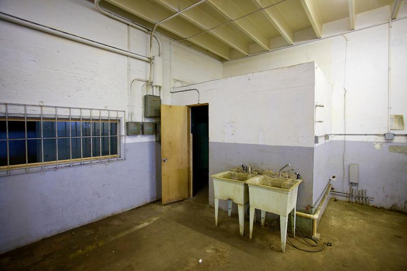 2571NW4thCt_Warehouse15.jpg