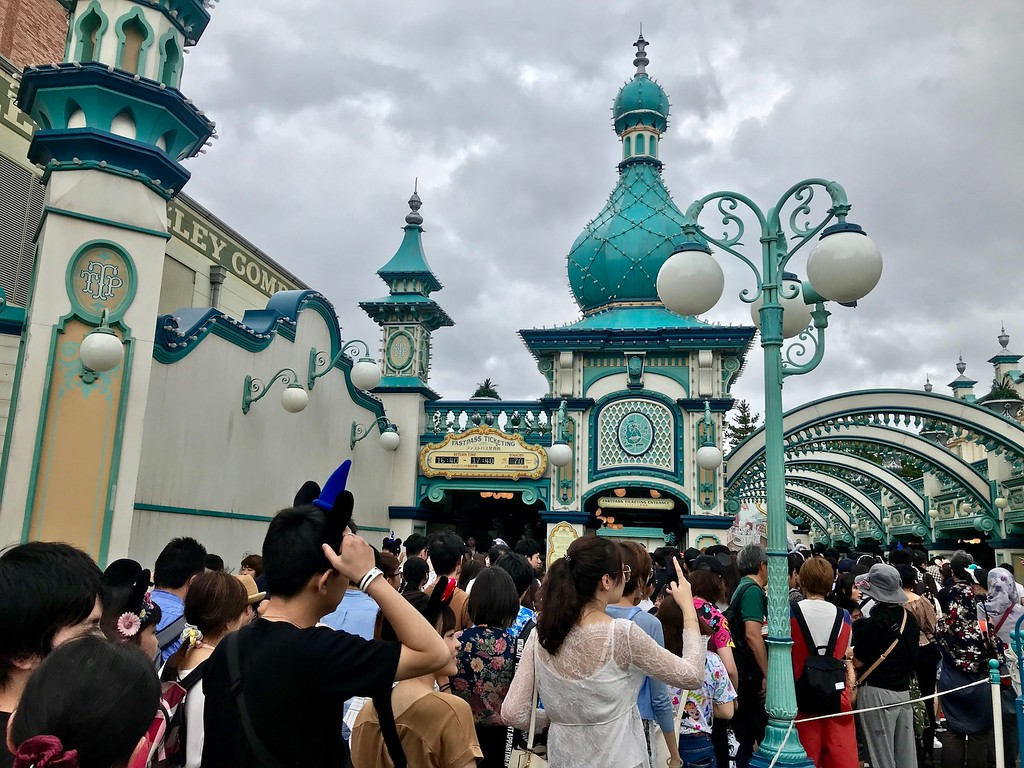 Queues for Toy Story Mania in the morning.