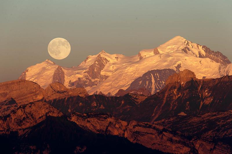 Mont Blanc et pleine lune