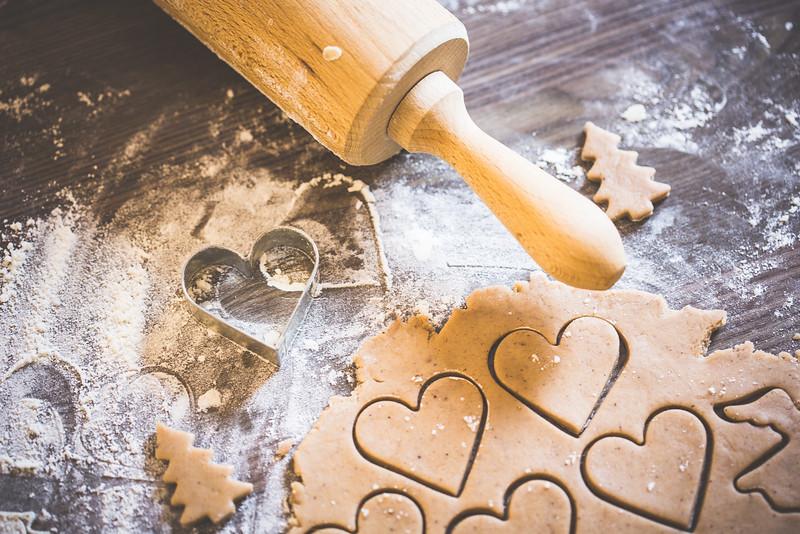 preparing-christmas-sweets-lovely-hearts-picjumbo-com.jpg