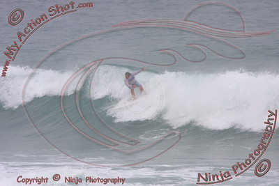 2008_10_30 - Surfing Pipeline, North Shore (OAHU) - Kurt
