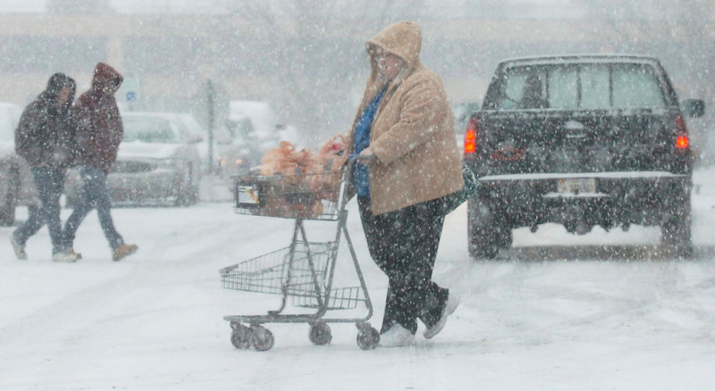 . Shoppers buy groceries at the Kroger\'s in West State Plaza on W. State Blvd during a snow storm in Fort Wayne, Ind., Wednesday, Dec. 26, 2012. (AP Photo/The Journal Gazette, Cathie Rowand)