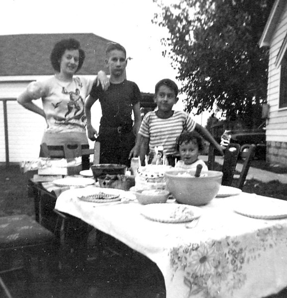 Aunt Donna, Uncle Butch & George.JPG