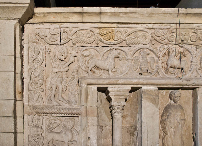 Gernrode, St. Cyriakus, heiliges Grab, Westseite links oben