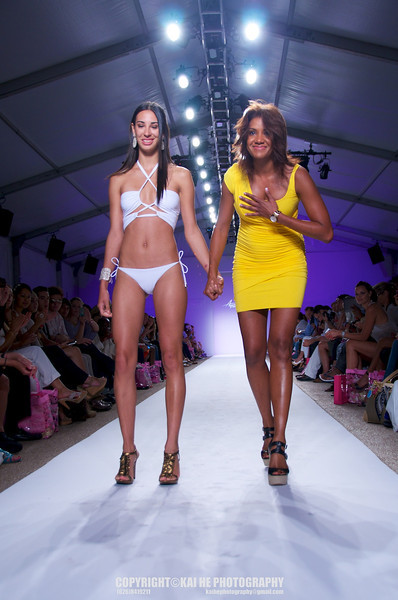 Miami Fashion Week 2011: Aquarella Swimwear