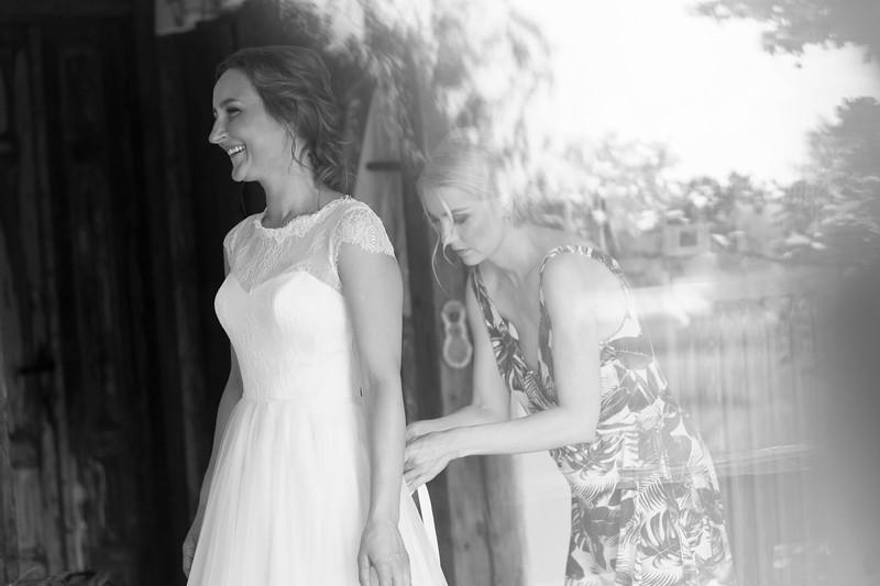 Alise&Andris-Gettingready-73-Edit.jpg