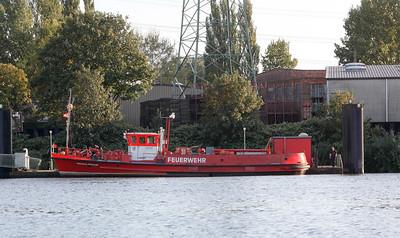 2009 09 21 dem Loeschboot der Feuerwehr im Hamburger Hafen