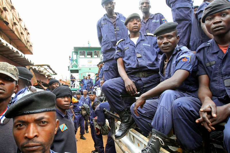 . Congolese national police officers arrive at a port on Lake Kivu, Goma November 30, 2012 as Congolese Revolutionary Army (CRA) rebels prepare their final withdrawal from Goma city in eastern Democratic Republic of Congo (DRC). A Congolese government army commander said on Thursday only war could end a rebellion in the east by Tutsi-led insurgents as the rebels prepared to withdraw from the border city of Goma under a deal brokered by Uganda. REUTERS/James Akena