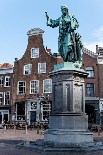 Statue in the Grote Markt