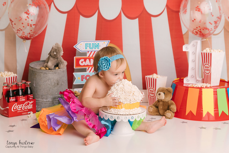Abby-CakeSmash-Low-Resolution370A2920-Edit.jpg