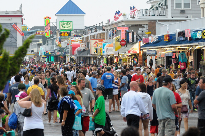 When the rain ended the boardwalk got packed once again.................