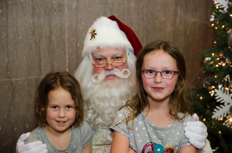 Santa at Grove_21.JPG