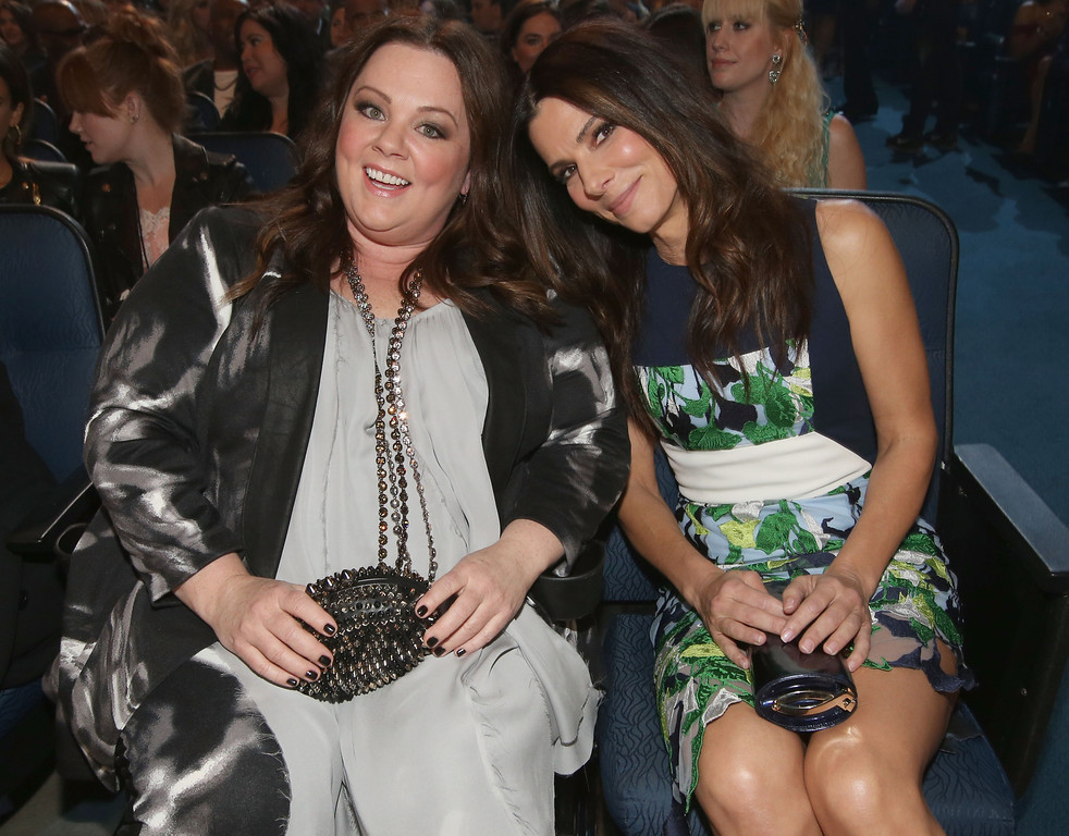 . LOS ANGELES, CA - JANUARY 08:  Actors Melissa McCarthy (L) and Sandra Bullock attend The 40th Annual People\'s Choice Awards at Nokia Theatre L.A. Live on January 8, 2014 in Los Angeles, California.  (Photo by Christopher Polk/Getty Images for The People\'s Choice Awards)