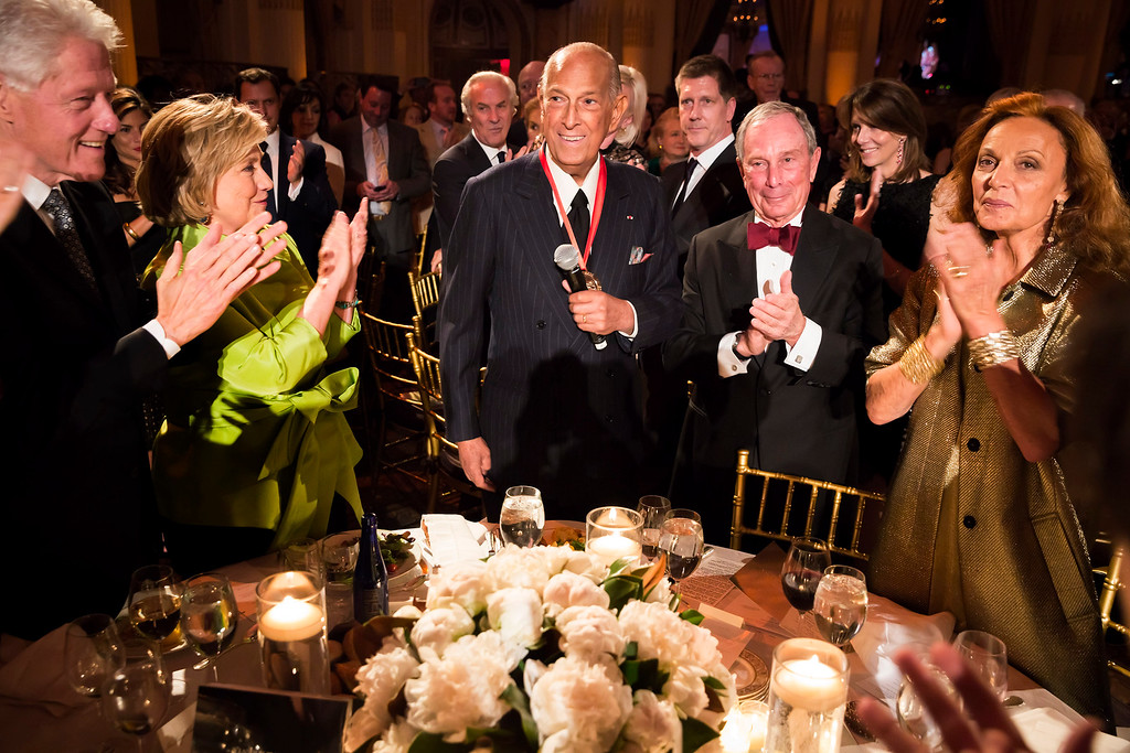 . This April 24, 2014 file photo released by Carnegie Hall shows, from left, former President Bill Clinton, former Secretary of State Hillary Rodham Clinton, fashion designer and honoree Oscar de la Renta, former New York Mayor Michael Bloomberg and fashion designer Diane von Furstenberg at the 2014 Medal of Excellence Gala in New York.  (AP Photo/Carnegie Hall, Chris Lee, File)