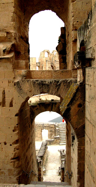 El Djem Arches.jpg