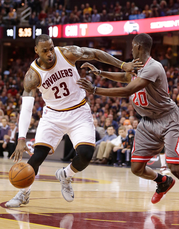 . Cleveland Cavaliers\' LeBron James (23) drives past Chicago Bulls� Tony Snell (20) during the first half of an NBA basketball game Saturday, Jan. 23, 2016, in Cleveland. (AP Photo/Tony Dejak)