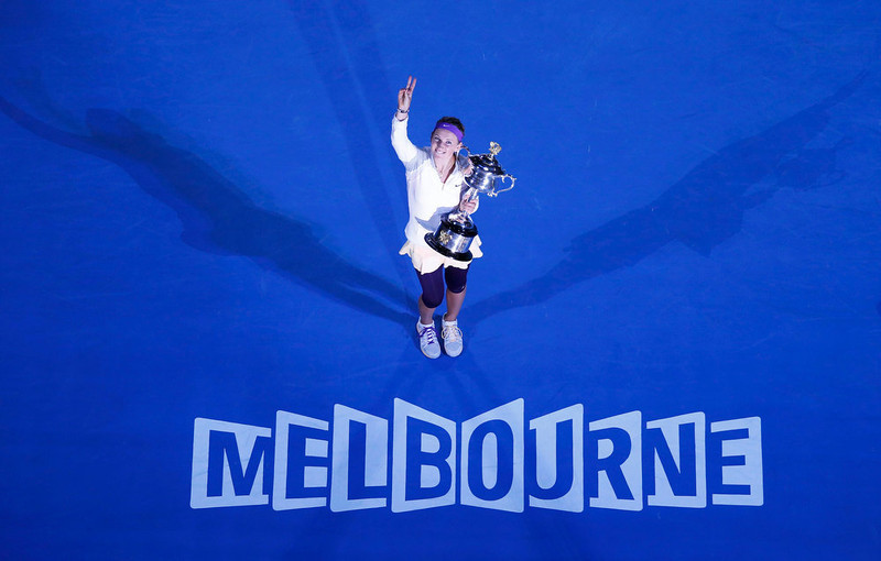 . Victoria Azarenka of Belarus poses with The Daphne Akhurst Memorial Cup after defeating Li Na of China in their women\'s singles final match at the Australian Open tennis tournament in Melbourne, January 26, 2013.  REUTERS/David Gray