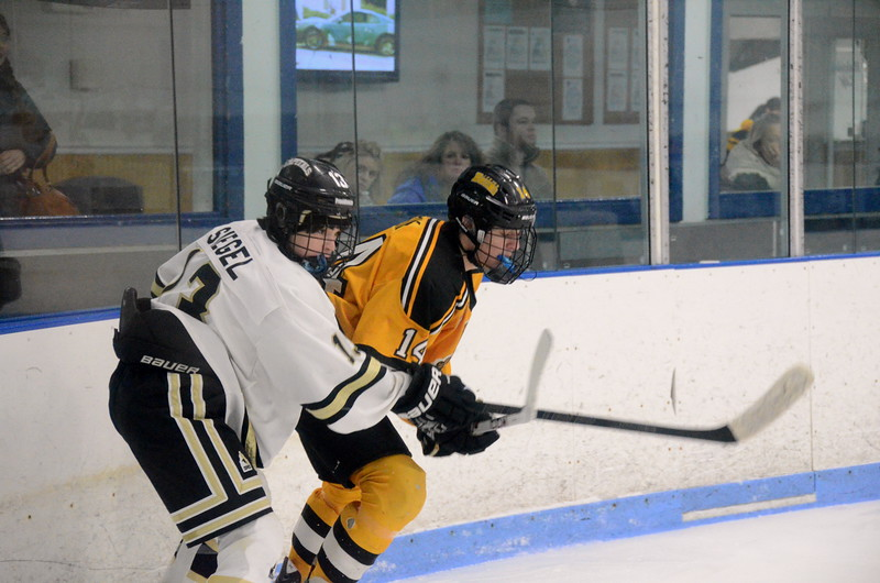 150103 Jr. Bruins vs. Providence Capitals-034.JPG